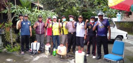 Penyemprotan Desinfektan di Desa Senden